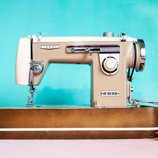 vintage sewing machine Ideal