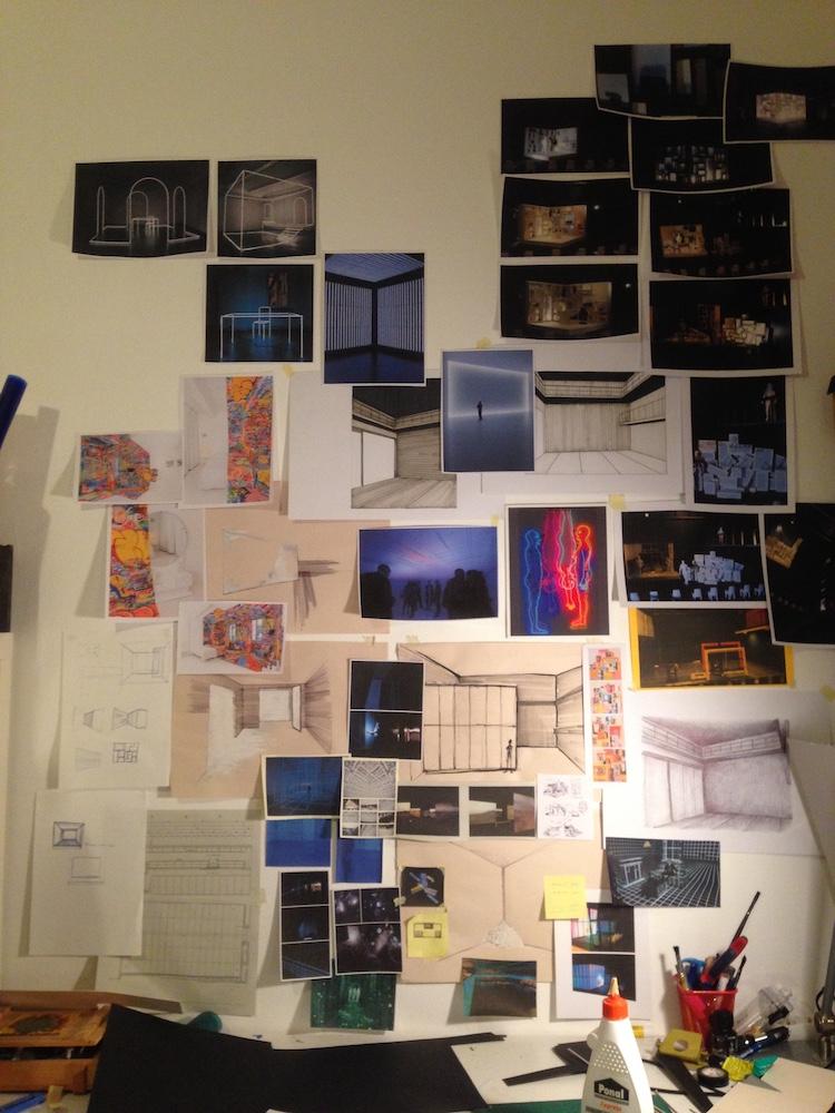 Typischer Arbeitsplatz vom Bühnen- und Kostümbildner: Moodboard und Entwürfe für ein Theaterstück