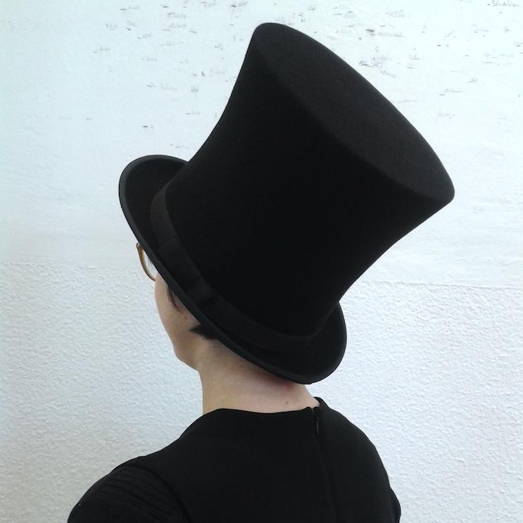 """Selbstgerechter Zylinder im Stil der 1860er, hochgeschwungen. Als Vorlage lag ein Hut der Serie """"North and South"""" vor."""