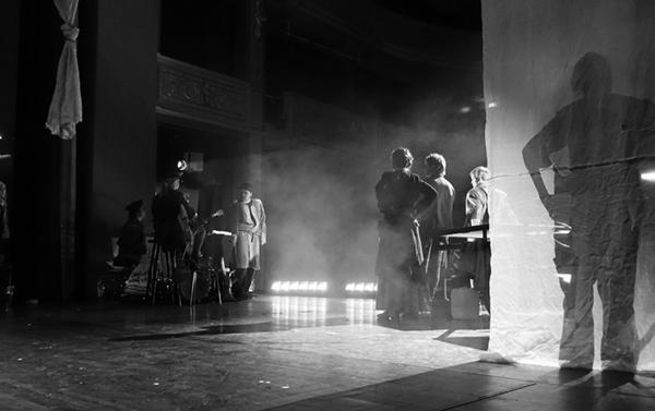 Behind the Scenes: Hinter den Kulissen einer Theater Kostüm Hauptprobe